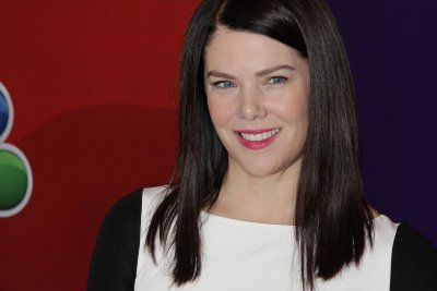 Lauren Graham reveals which 'Gilmore Girls' man she'd prefer