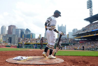 Andrew McCutchen belts homer to lead Pittsburgh Pirates past Cincinnati Reds