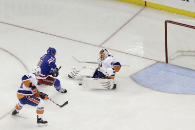 New York Islanders continue to give New York Rangers trouble with 4-2 win
