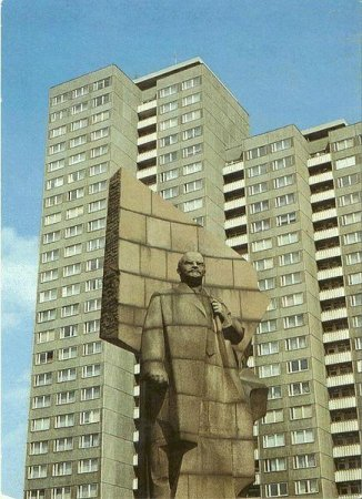 Granite head of Lenin stays unexcavated, Berlin senate says