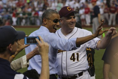 Obama joins Nationals' Racing Presidents, challenges them to a race