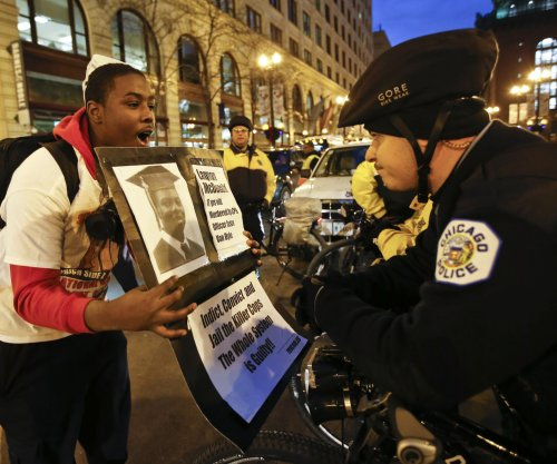 Protesters shut down Chicago shopping district, demand federal probe in McDonald shooting