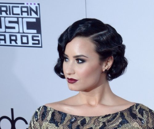 Demi Lovato falls on stage at Jingle Ball concert
