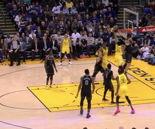 Warriors' Shaun Livingston dunks on Blake Griffin