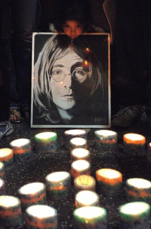 Killer of John Lennon makes parole bid