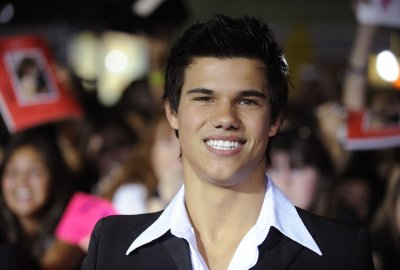 Taylor Lautner on board for 'New Moon'