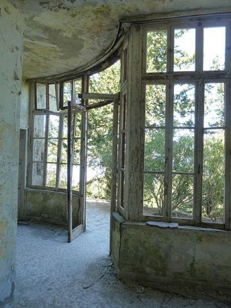 For rent: Mussolini's Greek villa, needs work