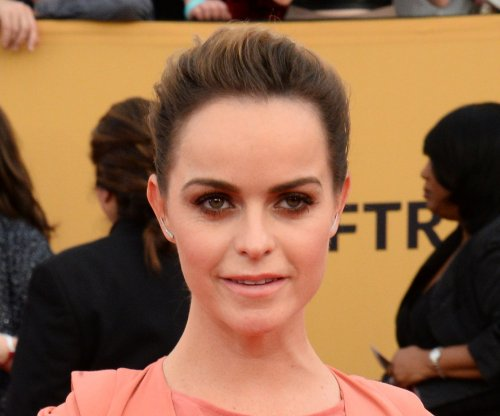 Taryn Manning denies she's related to Eli and Peyton Manning