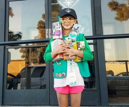 Girl Scout sells 300 boxes of cookies outside marijuana store