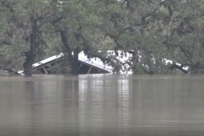 Unprecedented rain floods homes, kills 2 in central Texas