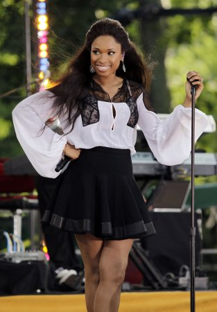 Jennifer Hudson treated for food poisoning