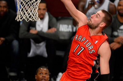 Late 12-0 run rallies Raptors past Mavericks