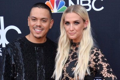 Ashlee Simpson, Evan Ross enjoy 'lovely night' at Billboard Music Awards