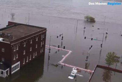 Davenport, Iowa, remains flooded from breached levee