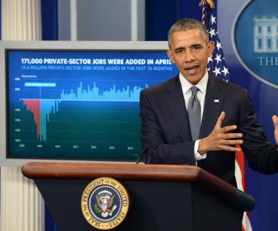 Obama touts job creation despite weak economic report