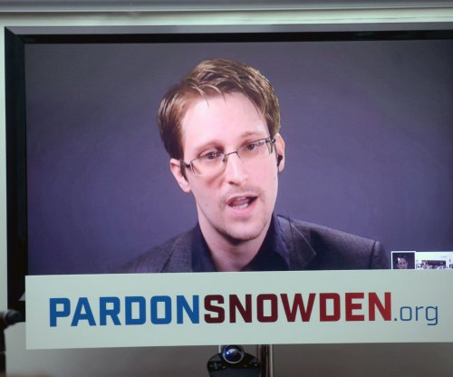 """Snowden: Report of U.S. return as """"gift"""" disprove Russian spy claims"""