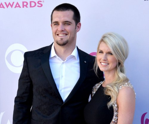 Pro Bowl QB Derek Carr wants extension before training camp