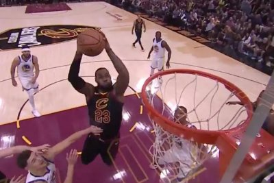 LeBron James completes backboard alley-oop vs. Warriors