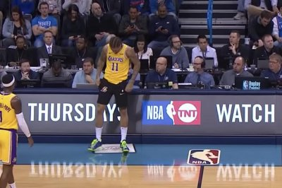 Lakers' Michael Beasley forgets shorts when checking into game
