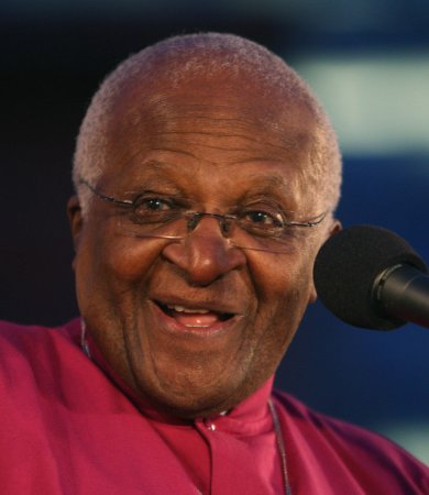 Winfrey presents Tutu with Lincoln prize