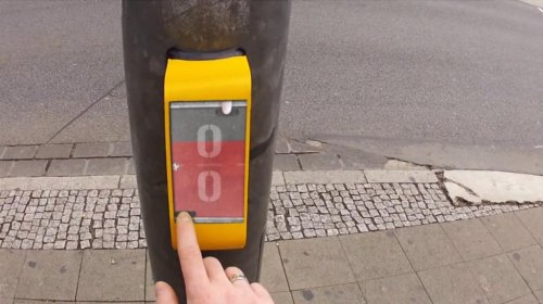 'Street Pong' passes the time at German crosswalk