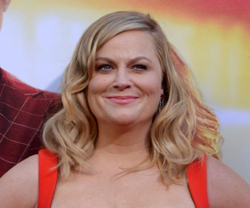 Amy Poehler to make directorial debut with Netflix movie