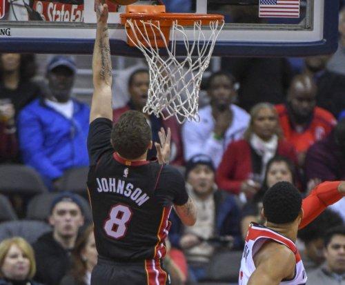 Bulls meet Heat while another Chicago team awaits Final Four
