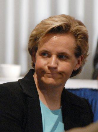 Cheney sisters take same-sex marriage feud to airways, social media