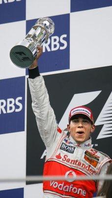 Hamilton takes Spanish Grand Prix pole