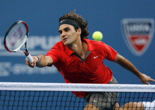 Federer drops Masters Cup opener