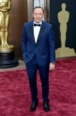 Kevin Spacey answers questions female celebrities get on red carpet