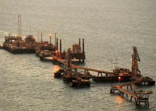 Uncertainty in Iraq pushes oil above $107