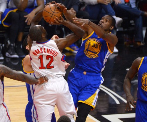 Kevin Durant injures knee as Golden State Warriors fall to Washington Wizards