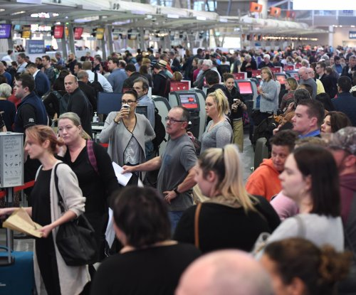 U.S. Customs computer outage causes airport delays