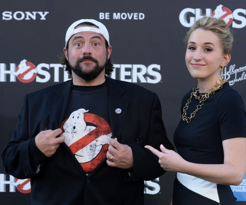 Kevin Smith suffers massive heart attack, is recovering