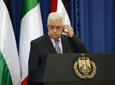 Abbas calls for three-year transition period in West Bank