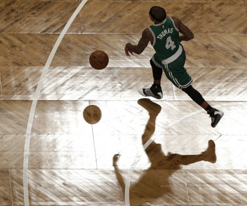 Isaiah Thomas leads Boston Celtics past Dallas Mavericks