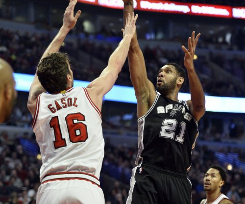 Duncan discount: One year, $5 million with San Antonio Spurs
