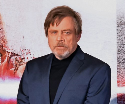 Mark Hamill recalls 'making out' with Carrie Fisher on 'Star Wars' set