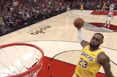 LeBron James starts Lakers tenure with consecutive dunks