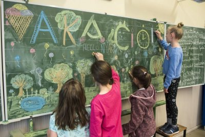 South Korea panel seeks English classes in first, second grade