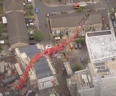 1 dead, 4 injured after crane collapses in east London