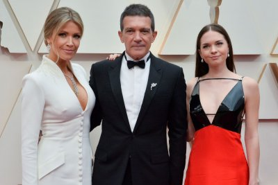 Antonio Banderas announces he has COVID-19 on 60th birthday