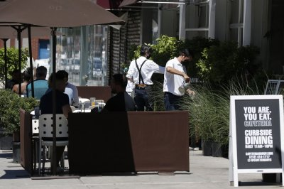 Disease experts skeptical on safety of indoor dining at restaurants