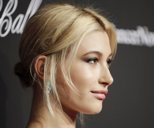 Hailey Baldwin denies relationship with Justin Bieber