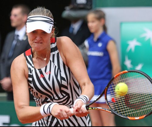 Kristina Mladenovic advances, John Isner loses in Acapulco tournament