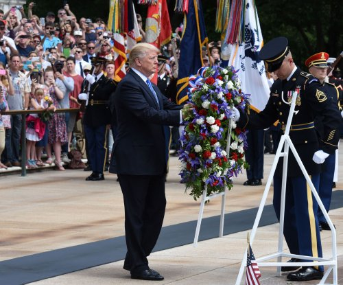 Trump honors fallen in visit to Arlington Cemetery