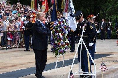Trump honors fallen in visit to Arlington Cemetery