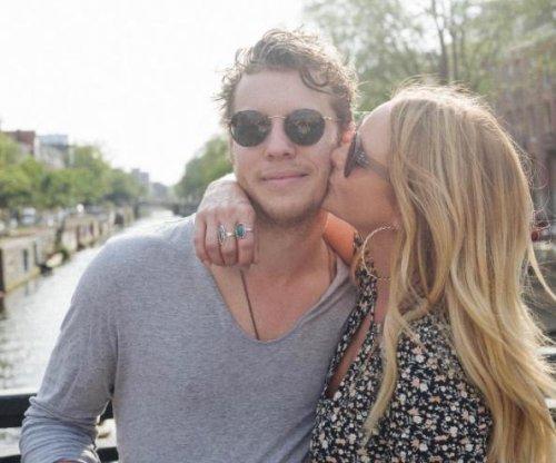 Miranda Lambert posts kiss photo with Anderson East on anniversary