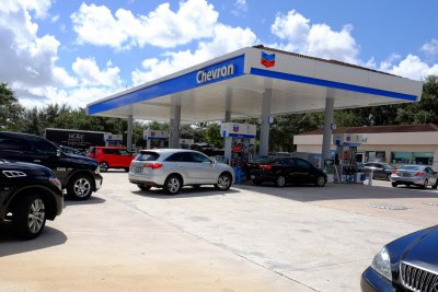 U.S. service stations see lowest gas prices since April
